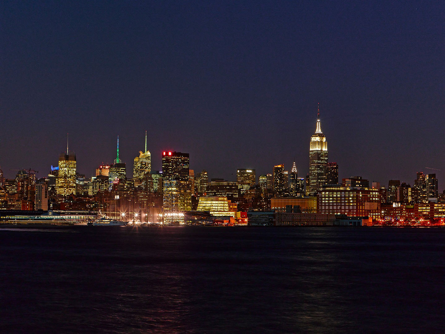 New_York_City_Skyline_at_Night_with_Empire_State_Building