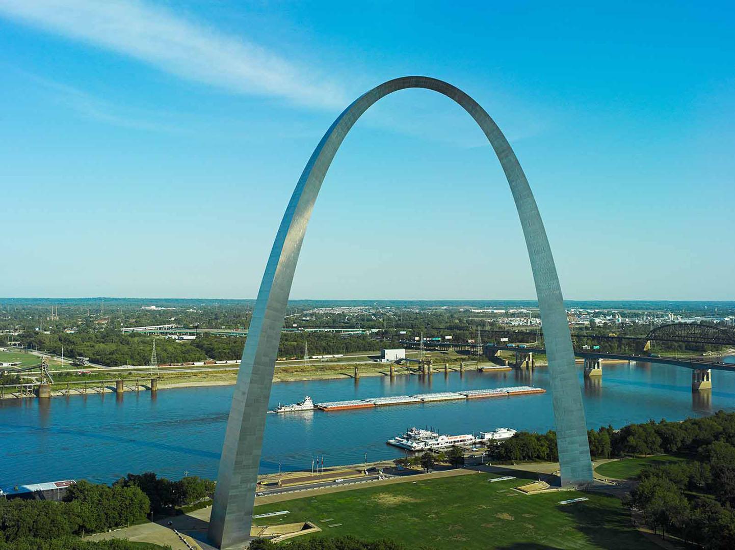St_Louis_Arch_Barge_1442x1080