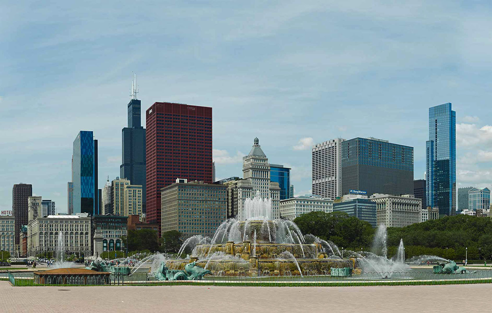 Buckingham_Fountain_Chicago_Panorama
