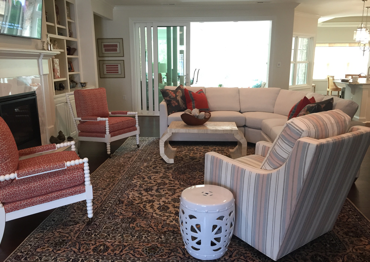 Playful Livingroom in Compass Pointe