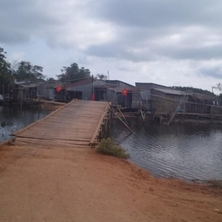 Brücke und Wohnsiedlung