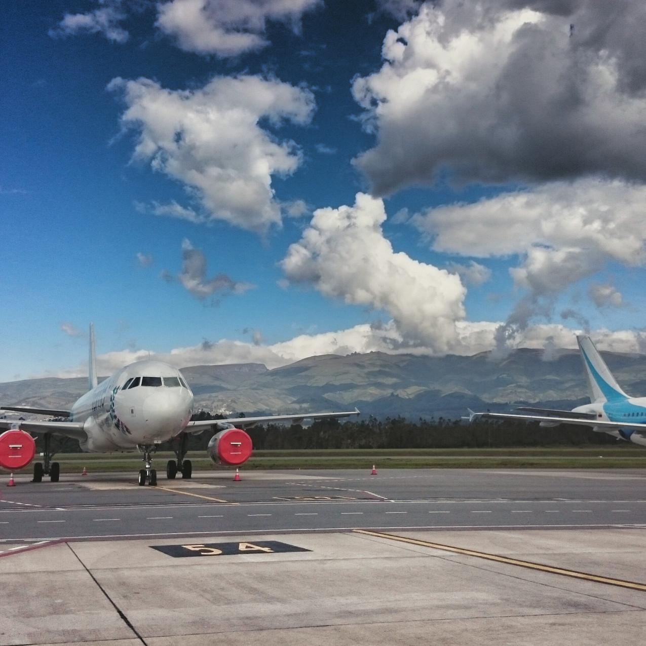 Flughafen Quito - von den Bergen...