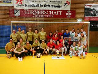 //Tapfere Schneiderlein's gewinnen 31. Int. Frauenfußball-Hallenturnier//