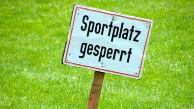//Nutzungsverbot für unsere Rasenplätze und den Bolzplatz//