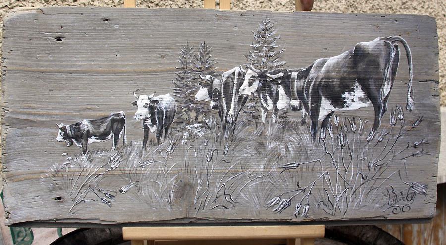Vaches cotemplatives et curieuses. Peinture sur bois.