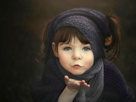 Egy kézzel is gyönyörű a kislányom - fotósorozat