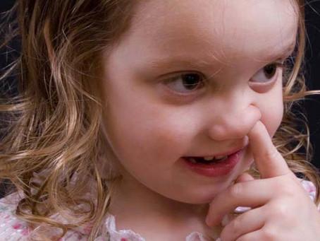 Túrja a gyerek az orrát? Ne engedd, belehalhat!
