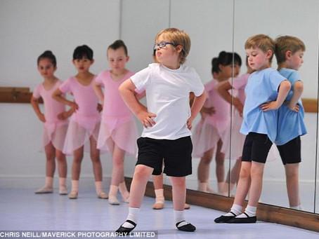 Down-szindróma, rózsaszín tütü és padödő kisfiúknak is