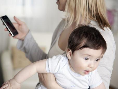 Te is többet törődsz a telóddal, mint a gyerekeddel?