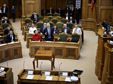 Csecsemő nem való a parlamenti ülésterembe