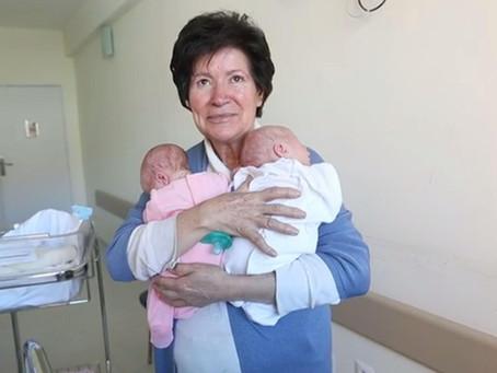 Eleve alkalmatlan az anyaságra, aki 64 évesen szül? – az idős anyai életkor kockázatai