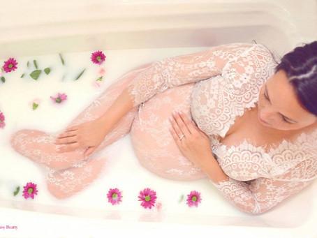 Tejben fürdő várandósok – egy (nem is olyan) új fotóőrületről