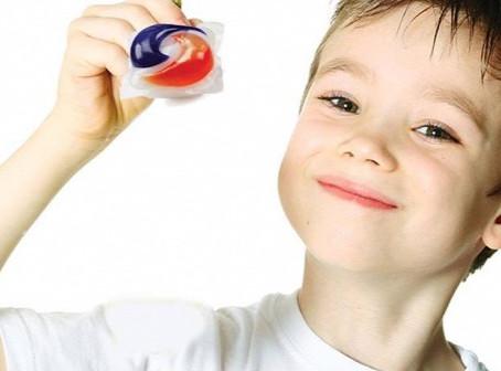 Színes, vidám, illatos, a gyerekek szeretik − és mérgező, mi az?