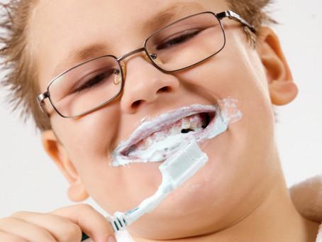 Lehet, hogy a te gyereked is túl sok fogkrémet használ?