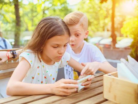 Első mobilt a gyereknek, de mikor és hogyan?