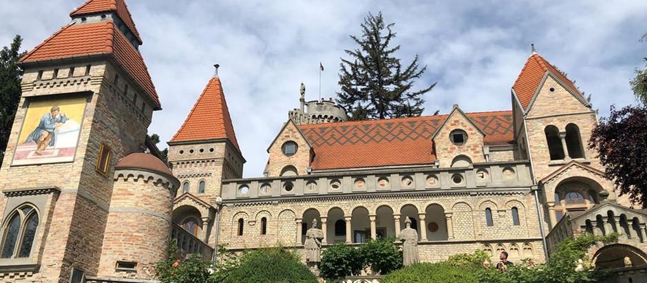 Bory-vár: a házastársi hűség és a művészi álmok emlékműve