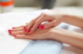 woman-with-pink-nails-at-salon_jpg-600x3