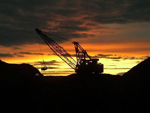 Stock_Dragline-at-sunset_Westmoreland.jp