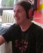 Axel mit Ohrenschutz.JPG