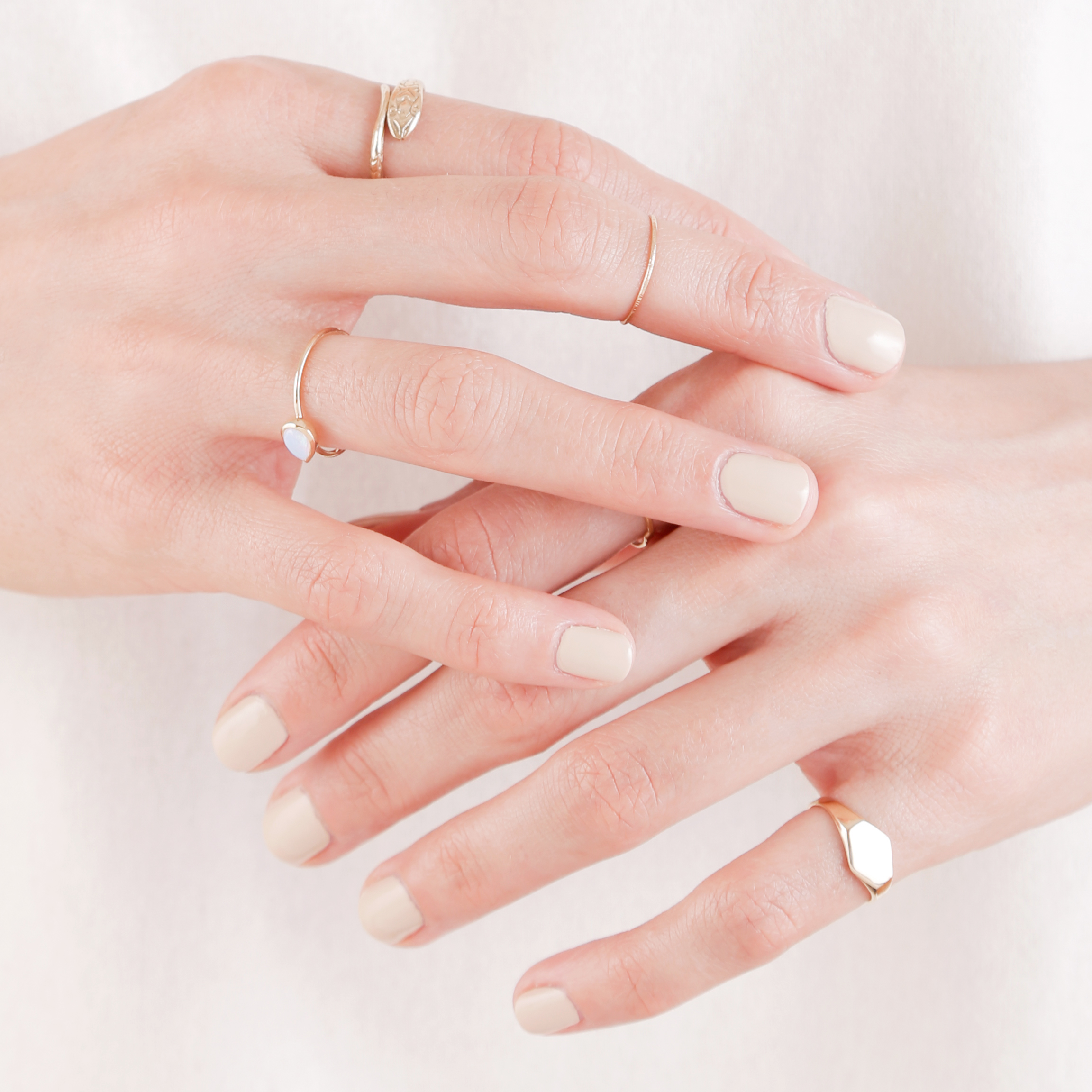 Jewelry hand Image 3