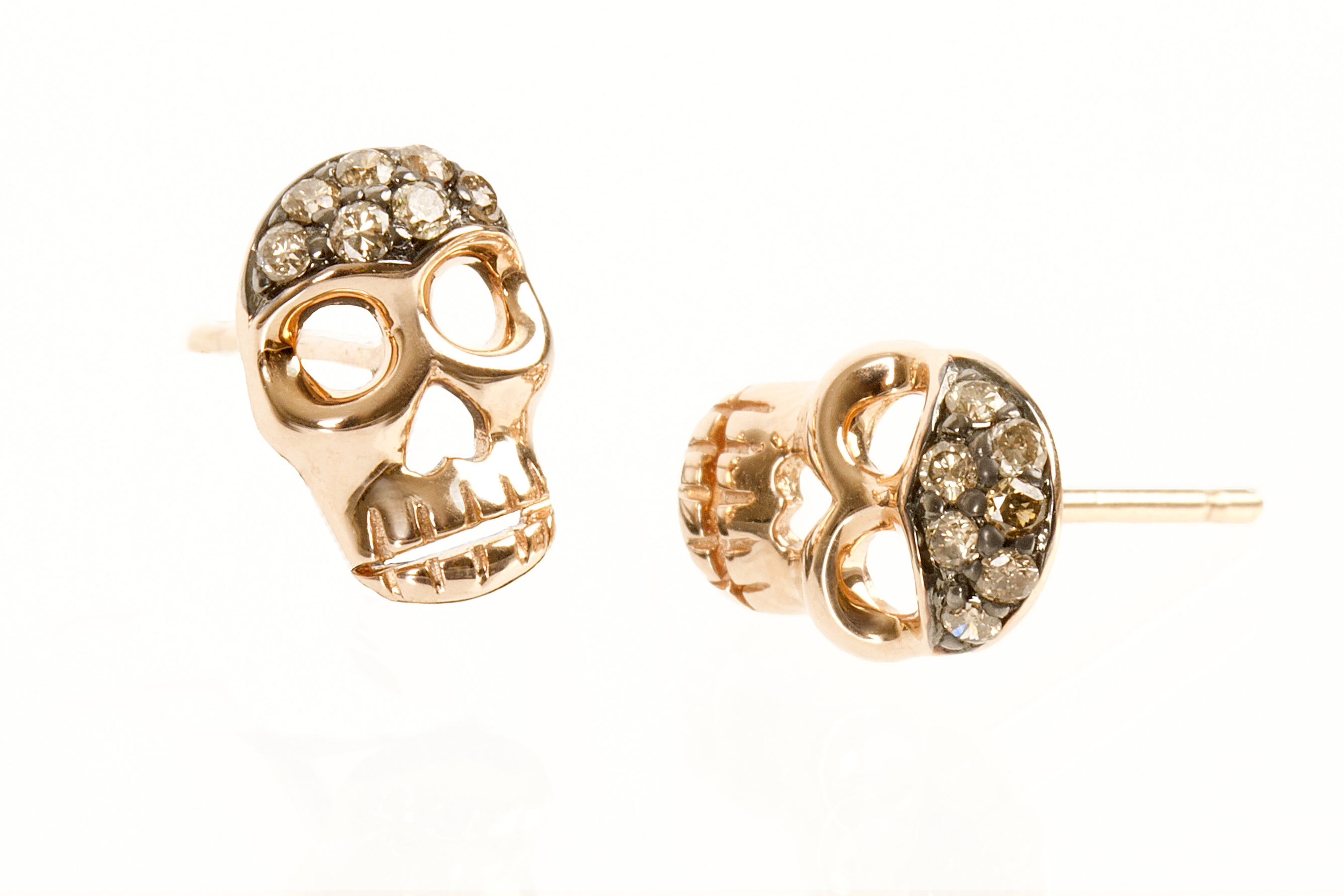 amie_alvarado_photography_los_angeles_product_photograpaher_jewelry+_skull_earin
