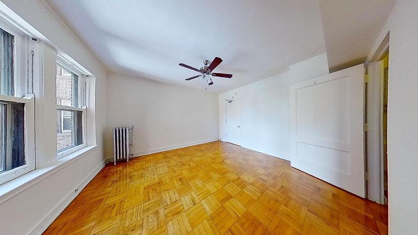1100-N-la-Salle-Dr-1201-Living-room.jpg