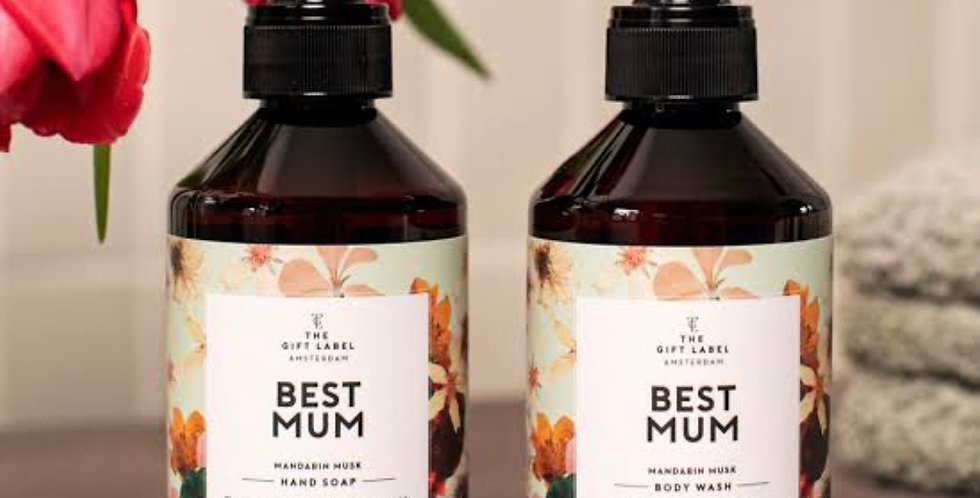The gift label Amsterdam best mum gift pack
