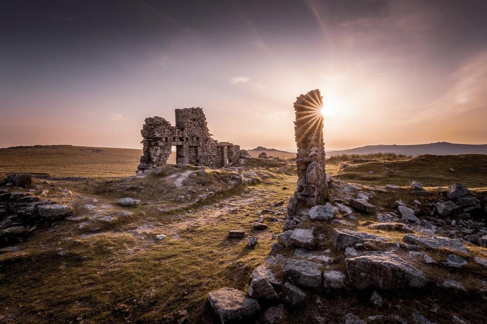 _AR35900 Summer sunset at Foggintor ruins