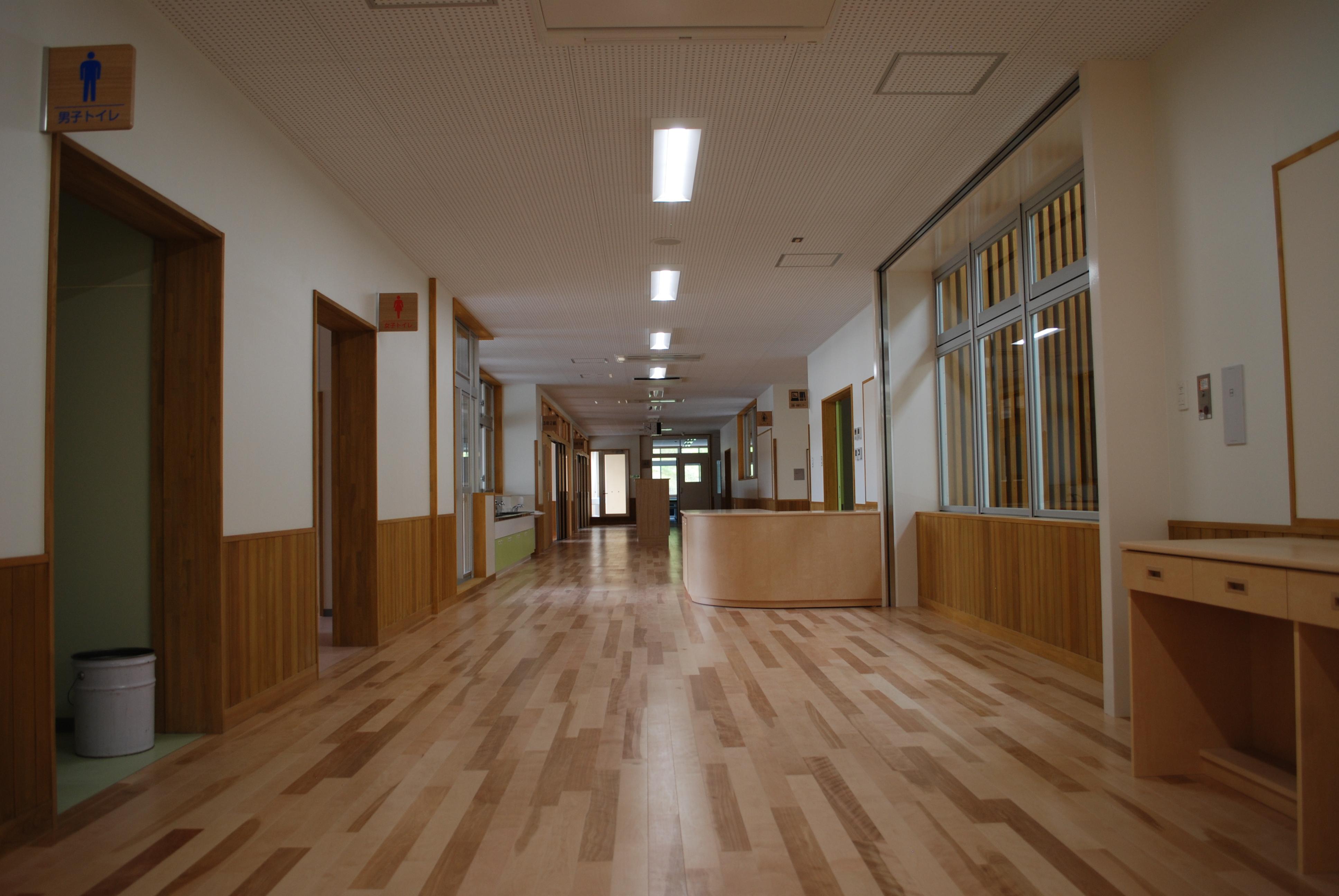 福島県田村市立大越小学校 廊下