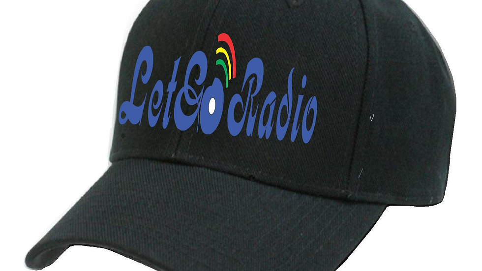 Fitted cap with logo