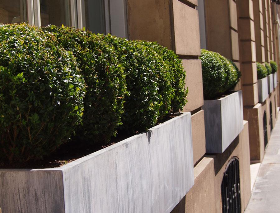 Jardinière zinc - titan sur rue