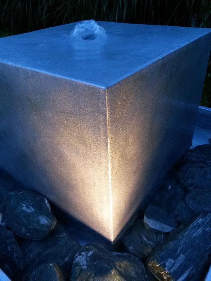 Fontaine  zinc 'CUBE'