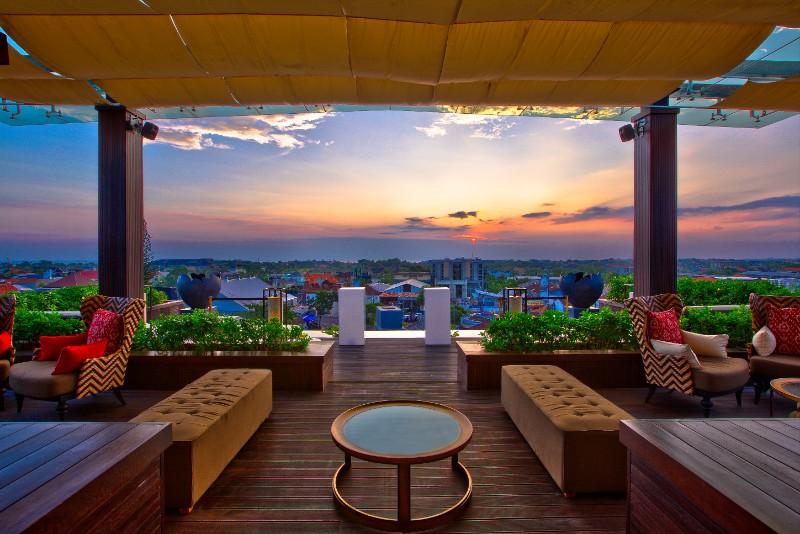 18 floor lounge
