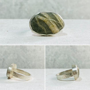 PEBBLE RING WITH HAMMERED RING BAND£60 + p&p