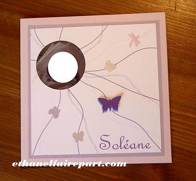 Faire-part naissance ou baptême Soléane : papillons et pailettes violet, parme et blanc.