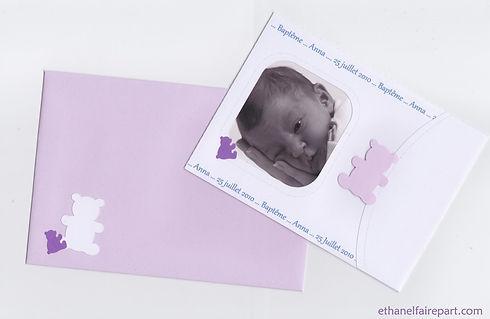 Faire-part naissance ou baptême Petits oursons avec photos: pochette blanche, violette et parme, décorée de petits ours.