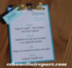 Menu et marque-place mariage Tortue: carte bleu turquoise, blanche et or.