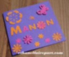 Faire-part baptême ou naissance Manon: fleurs et papillons rose fuchsia , violet et orange.