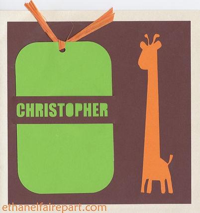 Faire-part naissance ou baptême Girafe avec photo, sur une carte découpée chocolat, orange, vert et ivoire.