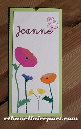 Faire-part baptême ou naissance Jeanne: fleurs des champs multicolores sur pochette vert anis et papier fibré ivoire.