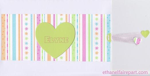 Faire-part naissance Pochette cœur: cœur découpé dans pochette rayé pastel, blanche et vert anis.