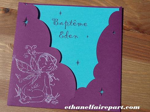 Faire-part de naissance ou baptême Elfe: pochette prune, avec carte bleu lagon, prune et blanche.