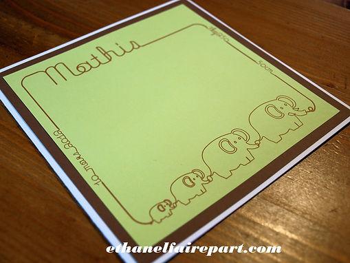 Faire-part naissance ou baptême Éléphants: famille d'éléphants blanc, chocolat et vert anis.