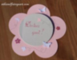 Faire-part Baptême ou naissance Grande fleur: carte en forme de fleur, rose pastel, grise et papillons.