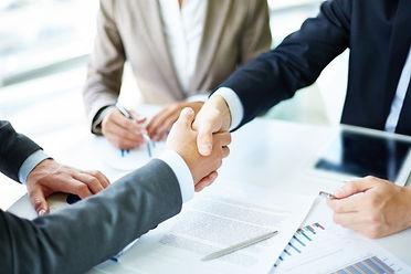 handshake-close-up-executives_1098-1384.