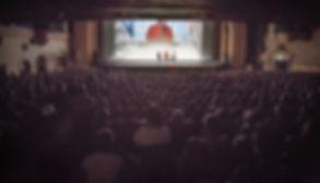 Alex Honnold sur la scène du Grand Rex devant 3000 personnes