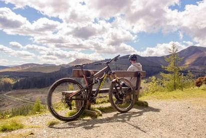 Photo_mountain bike leaning against benc