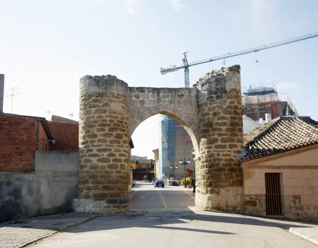 Arco de la muralla de Becerril de Campos