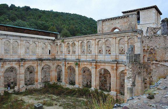 Monasterio de San Pedro de Arlanza cerca de Covarrubias