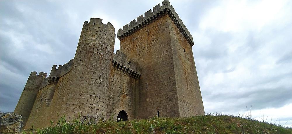 Vista del castillo de Villalonso